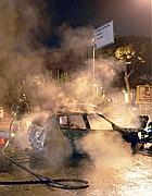 L'auto in fiamme (Ansa)