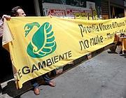 Gli attivisti di Legambiente al mercato di Testaccio (Omniroma)