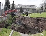 Il luogo del crollo della Domus Aurea. Sullo sfondo, il Colosseo (Jpeg)