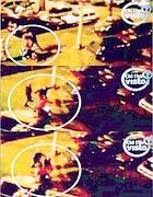 Il fotogrammi del pestaggio ripresi dal video