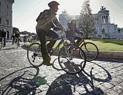 In bici con il caschetto (Foto Jpeg)