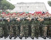 Paracadutisti in parata ai Fori Imperiali (Eidon)