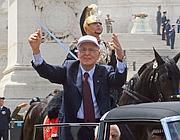 Il presidente Napolitano sulla Lancia  Flaminia che lo porta in via dei Fori Imperiali (AgfRoma)