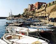 Alcuni dei barchini a nolo nel Porto Romano