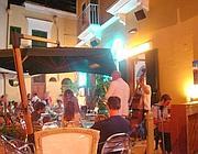 Turisti in un bar di Ventotene (foto Zanini)