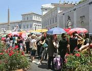 La fila sotto al sole per entrare alla mostra di Caravaggio (Eidon)