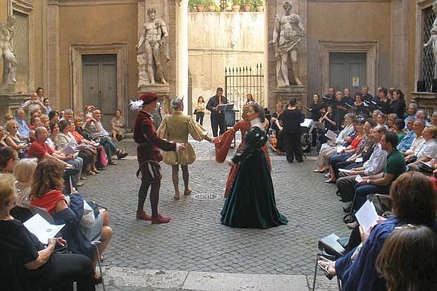 Danze storiche a Palazzo Mattei - Alla Biblioteca di storia moderna danze tra '500 e '600 nel cortile di Palazzo Mattei di Giove (Paolo Brogi)