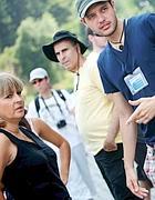 Una guida con alcuni turisti al Colosseo (foto Eidon)