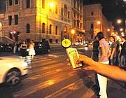 La misurazione dei decibel a Corso Vittorio (foto Mario Proto)
