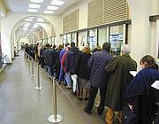 Code per l'Ici in un ufficio postale della Capitale