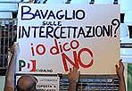 La protesta del Pd - Tutti riuniti al Palalottomatica di Roma. Vertici e base. Il Pd sceglie Roma per una manifestazione nazionale di protesta contro la manovra finanziaria. Sul palco i leader Pierluigi Bersani. A dare il via l'inno di Mameli (Photoviews)