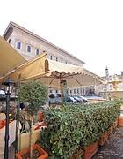 Fioriere oltre i limiti consentiti a piazza Farnese (Jpeg)