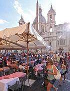 Tavolini in piazza Navona (foto Jpeg)