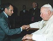 Il consigliere con papa Wojtyla (foto tratta dal sito ufficiale del consigliere)