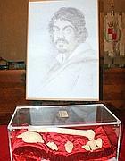 La teca quando era esposta a Palazzo Gallavresi nella città di Caravaggio