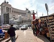 Camion bar a piazza Venezia (foto Jpeg)