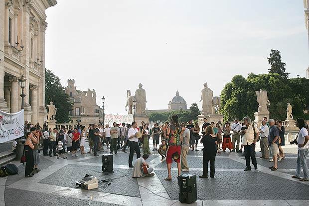 «No» ai tagli alla cultura - Protesta in Campidoglio contro la manovra economica del governo che prevede pesanti tagli alla cultura (foto Eidon)