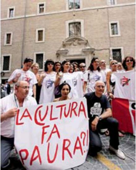 Se cultura fa rima con paura - Sit in dei lavoratori dell'Eti (Ente teatrale italiano) mercoledì  pomeriggio davanti al Ministero per i Beni culturali, per protestare contro la chiusura