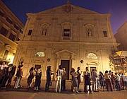 La fila fuori la chiesa di San Luigi de' Francesi (Foto Eidon)