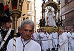Madonna «de' Noantri» -   I confratelli dell'ordine di Santa Maria del Carmelo trasportano la statua della Vergine. Con la tradizionale processione a Trastevere cominciano i  festeggiamenti in onore della Madonna del Carmine detta «de' Noantri» (Eidon).
