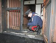 Rilievi dei carabinieri sul luofo dell'attentato del 20 gennaio scorso (Ansa)