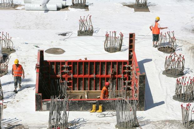 Prossima fermata - Parte del cantiere della nuova stazione Tiburtina.  Un ponte di vetro sopra i binari unirà Pietralata a Nomentano. La nuova stazione romana sarà inaugurata, assicura Rfi,entro giugno del 2011 (Eidon)