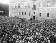 Mussolini arringa le folle dal balcone di Palazzo Venezia  (Foto Istituto Luce)