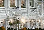 Neve d'agosto all'Esquilino - Si rinnova il prodigio della Madonna avvenuto nel 358 d.C. Il 5 agosto, dalle 21 alle 24, il miracolo della neve all'Esquilino torna a piazza Santa Maria Maggiore in una rievocazione storica fatta di effetti speciali con giochi di luce e una grande nevicata artificiale con sottofondo musicale. La manifestazione ricorda l'apparizione in sogno della Madonna a Papa Liberio e a un patrizio di nome Giovanni, che la notte del 5 agosto si recarono sul colle Esquilino trovandolo innevato. Papa Liberio con la sua veste bianca tracciò il disegno della chiesa e il patrizio Giovanni versò il contributo per farla edificare (Foto Ansa)