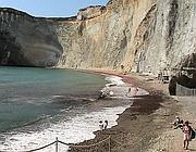 Il tratto di Chiaia riaperto: sullo sfondo reti arancioni delimitano i cantieri ancora aperti (foto Proto)