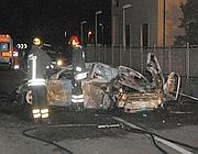 L'auto incendiata (Ansa)