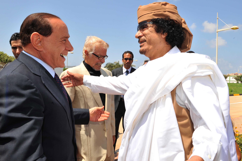 Berlusconi e Gheddafi a Bengasi per la firma del trattato (Lapresse)