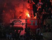Il settore dei tifosi romanisti durante   l'incontro (Lapresse)