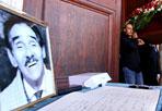 L'addio a Murgia - Si sono svolti oggi alle 11, nella Basilica di San Lorenzo al Verano, i funerali di Tiberio Murgia, uno dei più popolari caratteristi del cinema italiano, morto ad 81 anni in una casa di cura per anziani a Tolfa.