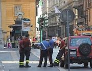 Pompieri al lavoro su via del Corso (foto Proto)