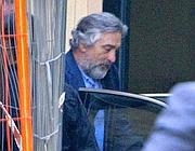 De Niro sale in macchina dopo il pranzo (Ansa)