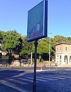 Un cartellone a due passi dal Teatro Marcello (dal blog Cartellopoli)