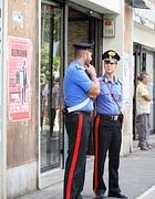 Carabinieri sul luogo dell'aggressione (foto Eidon)
