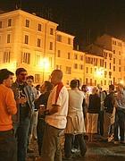 Giovani e birre a Campo de Fiori
