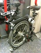 Una bici pieghevole nella Tube londinese