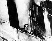 Un'immagine d'archivio del rogo di Primavalle: nella notte tra il 15 e il 16 aprile'73 esponenti di Potere Operaio diedero fuoco all'appartamento di Mario Mattei, segretario della sezione locale Msi. Morirono i suoi due figli: Stefano, 8 anni e Virgilio, 22 (Ansa)