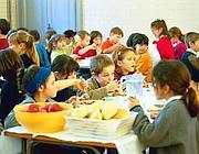 Frutta sulle tavole degli alunni (Fotogramma)