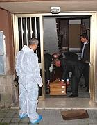 Il corpo del legale viene portato all'obitorio (Ansa)