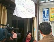 Interviste davanti alla tabaccheria Ilario (Zanini)