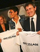 Alemanno con Imma Battaglia la scorsa estate al Gay Village di Roma(JPeg)
