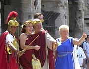 Foto ricordo con i finti romani: ai turisti vengono chiesti fino a 20 euro