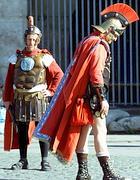 Finti centurioni al Colosseo (Reuters)
