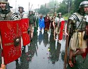 La sfilata dei centurioni per il Natale di Roma nell' aprile 2009 (foto Jpeg)
