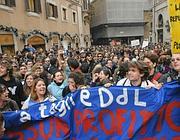 Il sit in degli studenti davanti a Montecitorio (foto Agfroma)