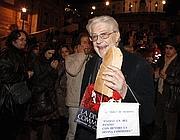 Ettore Scola in piazza di Spagna (BlowUp)