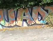 Graffiti su un muro del Quadaro (dal video di Del Vecchio/Latini)